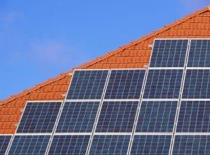 Leider sehen noch zu wenig Dächer so aus, Quelle: lichtkunst.73 / pixelio.de