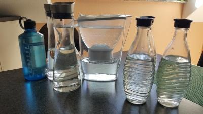 wasser aus der wasserflasche